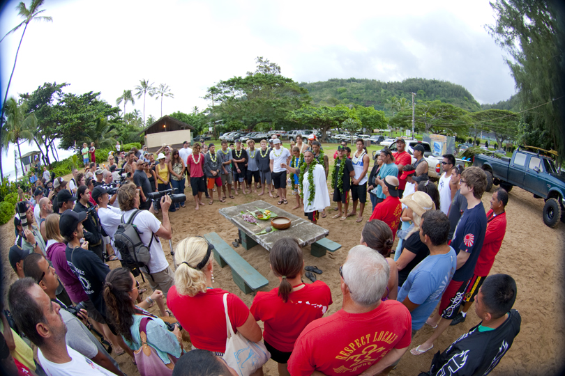 Prior to the start of the Shootout, surfers participated in a Hawaiian prayer at Pupukea beachpark. Photo: Noyle