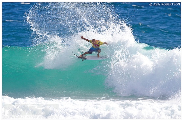 Kelly Slater narrowly carved his way into the quarterfinals, defeating Ace Buchan by less than a point in Round 5.
