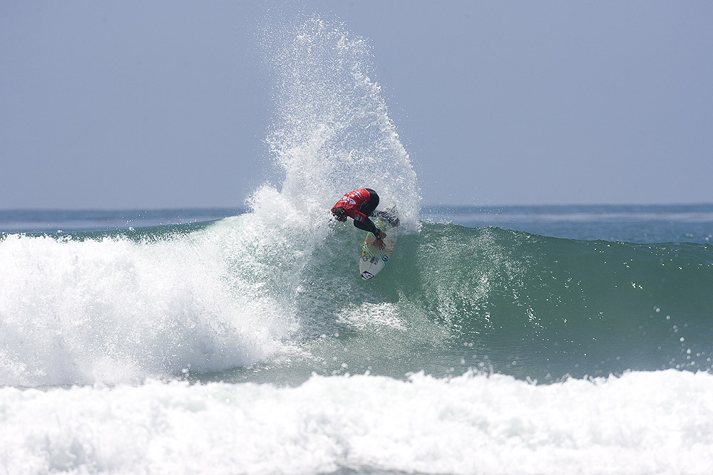 Last year's event winner Gabe Kling throws spray to the sky on his way to a Lowers Pro victory. Photo: Ellis