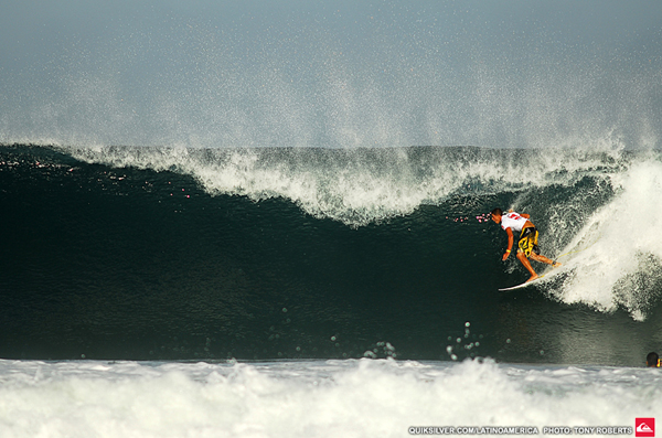 Ezekiel Lau (HAW) on his near-perfect 9.57 wave in Round 1 of the Quiksilver PE Pro. Credit: TONY ROBERT