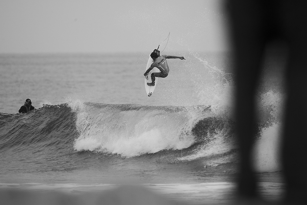 Julian Wilson showed his extensive repatoire today with full-rail carves and slob grabs such as this. Photo: Lowe-White
