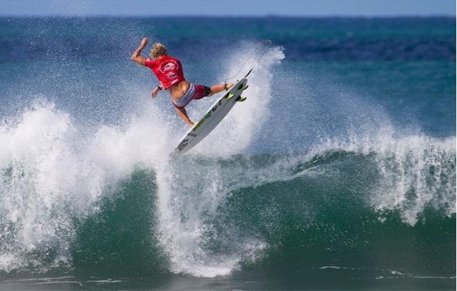 2647a69785 Final Day at Reef Hawaiian Pro at Haleiwa - SURFER Magazine