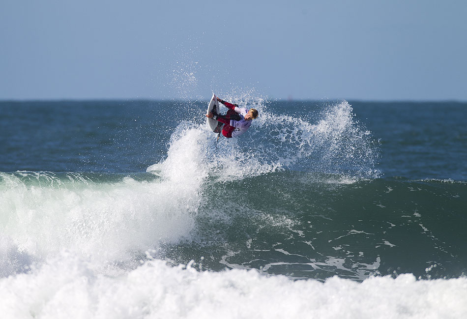 San Clemente's Pat Gudauskas threw a Hail Mary in the form of a rodeo in his Round 3 heat against Jordy Smith. Photo: Ellis