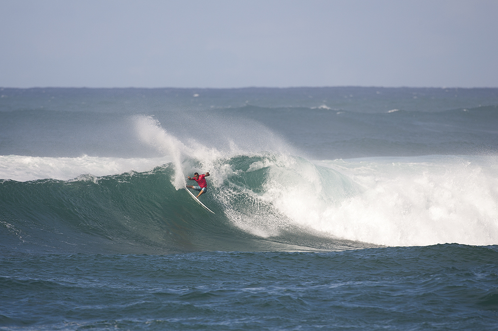 Brazil's Raoni Monteiro meets power with power on the inside bowl at Sunset. Photo: Lowe-White