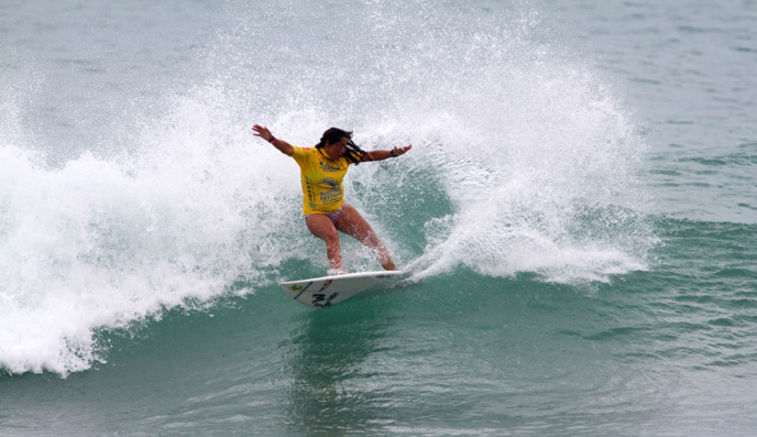 In the Open Women, Peru's Anali Gomez demonstrated a degree of power surfing that makes her one of the favorites to make the podium. Photo: ISA/Billy Watts.