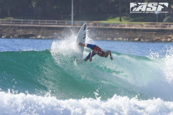 Nat Young (Cali, USA) scoring the first 10-point-ride of the Australian Open Of Surfing. © ASP/Dunbar