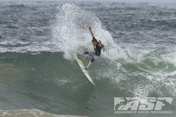 Sally Fitzgibbons (AUS) scored the highest two-wave heat total of the day - 18.65 (out of a possible 20). PIC: ASP/Robertson.