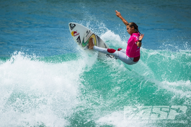 Sally Fitzgibbons (AUS) was the strongest competitor today consistently posting scores in the excellent range.  Credit: ASP/Aquashot