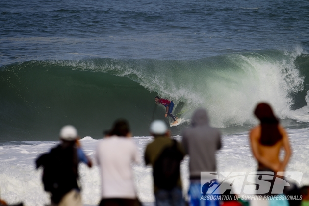 Joel Parkinson (AUS), 31, current ASP WCT No. 2, defeated defending Quiksilver Pro France champion Gabriel Medina (BRA), 18, to move in to the Semifinals of competition. Photo: ASP