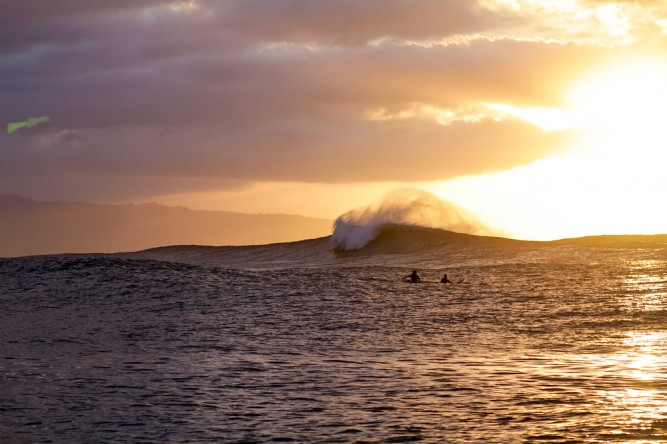 More faux peace, this time with sun. Photo: Hank