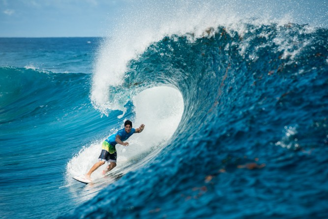 …But there's still only one way to get a score at Teahupo'o.