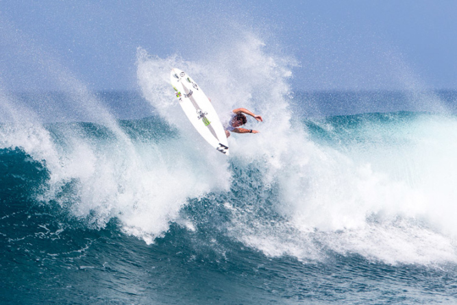 Griffin Colapinto wins heat 9 round three of the Hawaiian Pro